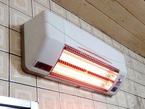 浴室暖房乾燥機=壁